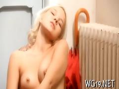 cutie posing & masturbating
